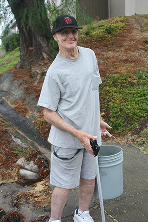 John Bryant volunteers his mornings to cleaning his neighborhood along Lake Park Way. (Photo by Jeff Clemetson)